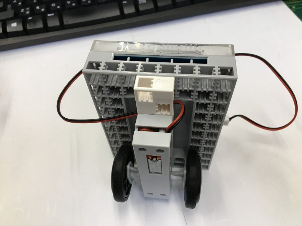 PG推奨セットロボットカー組立4