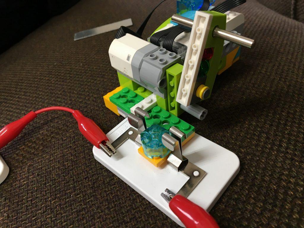 WeDo2.0電気の利用アームをあげる